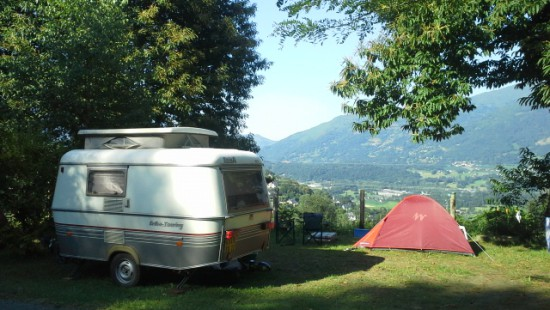Camping-les-Chataigniers-arcizans-avant-argeles-gazost-emplacements-spacieux1-550x310.jpg